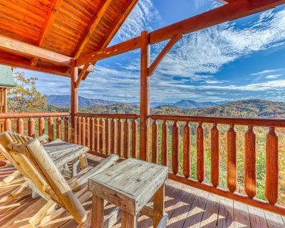 Inviting Log Cabin w/Valley & Mountain Views, Private Hot Tub, Shared Pool, Gym - Pigeon Forge