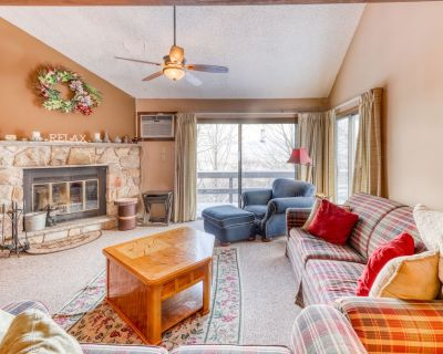 Dog-friendly townhouse w/shared pool & hot tub - Skiing right at the door! - Camelback Mountain Resort