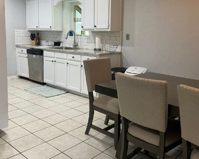 Private room with shared bathroom - Arlington , TX 76016