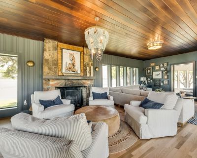 Island Getaway - Luxurious Home on Private Island - Palo Pinto County