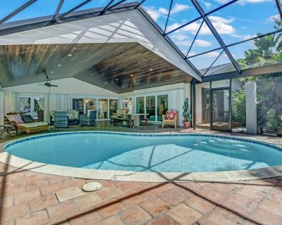 STUNNING Cape Coral Yacht Club Riverfront Home! Private Heated Pool, Walk to Yacht Club Beach! - Yacht Club