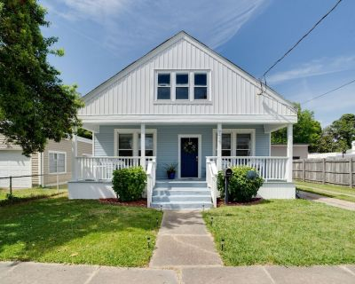 Cute Norfolk Bungalow in Ocean View Section -1 Mile from Beach - Norfolk