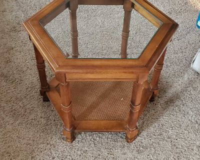 End Table / Side Table