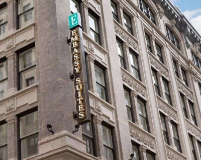 2-Bedroom Suite at Embassy Suites by Hilton Louisville Downtown by Suiteness - Downtown Louisville