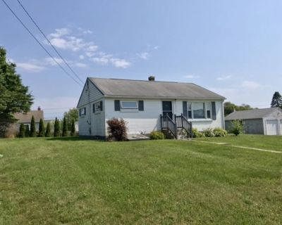 Adorable Sand Hill Cove Cottage! Walk to Roger Wheeler Beach! - Point Judith