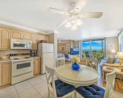 Enjoy sunsets from the comfort of your couch or walk 5 minutes to Bonita Beach! - Bonita Springs