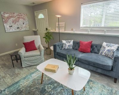 2BR Garden-level Great Outdoors Dog Friendly - Old Colorado City