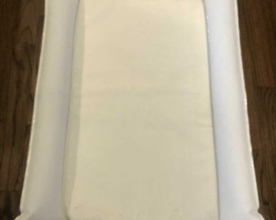 Inflatable portable bassinet