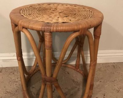 Vintage wicker plant stand/side table/stool