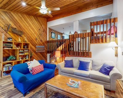 Mountain Retreat Near the Lake & Skiing W/ Private Deck, Shared Pool & Gas Grill - Lakeshore