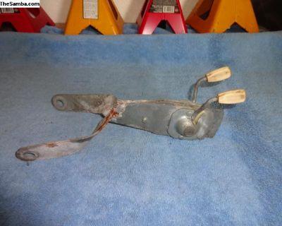 VW Bug Ghia Center Seat Belt Bracket w/ Knobs