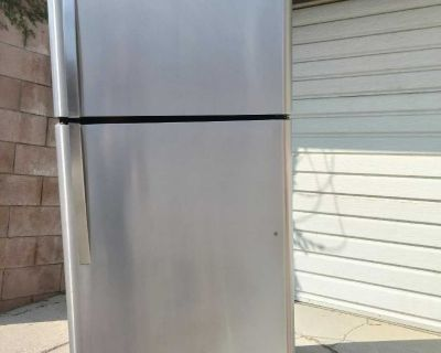 Refrigerator stainless steel great working conditions
