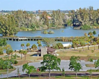 Southwest FL Getaway! 2 Comfy Suites, Kitchen, Pool - Villas