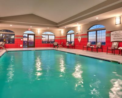 Free Wi-Fi + Indoor Pool + Hot Tub | Fully Equipped Suite - Cheyenne