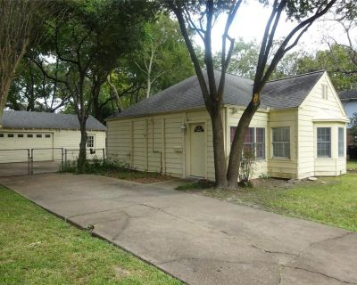 208 W 33rd Street, Houston, TX 77018