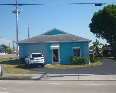 Cape Coral - Del Prado Bl. retail building