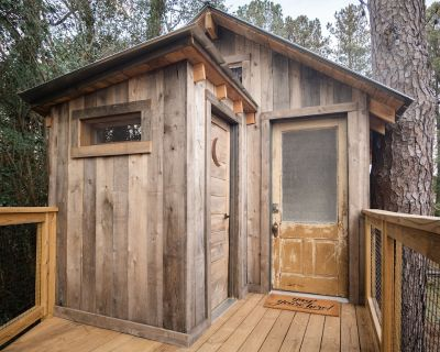 Treehouse at Pine Meadows - Marietta