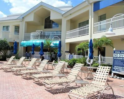 Two 3BR Units for Friends and Family, Tiki Bar, Volleyball Court, Grill or Dine - Orlando