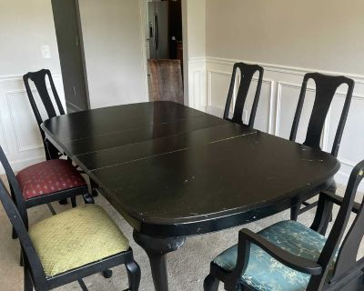 Solid Wood Expandable Dining Table and 6 Chairs