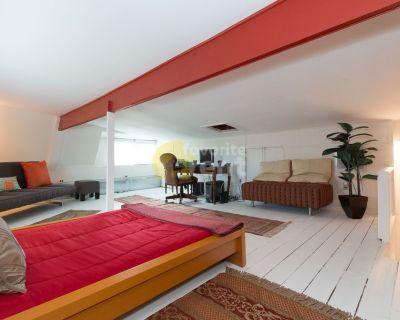 5 Bedrooms 2 Bathrooms House in Northwest Washington