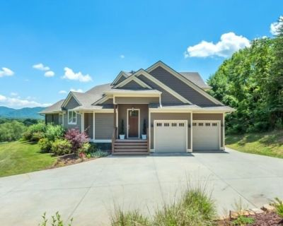 About the View | Hot Tub, Gas Grill, Deck & Year Round Mountain Views! - Asheville