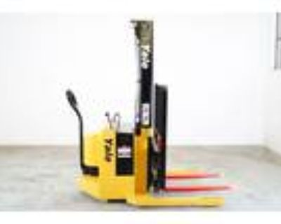 2000 Electric Yale MSW030SCN12TV083 Electric Walkie Straddle Stacker