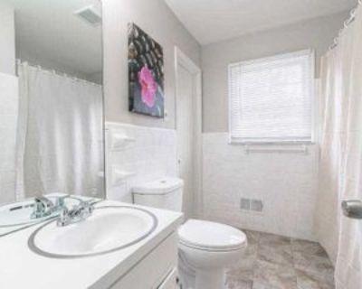 Room for Rent - a 5 minute walk to bus 78, Atlanta, GA 30354 1 Bedroom House