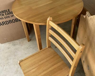 Small table & chairs ( folded leaves)