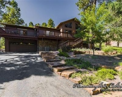 Indianhead Lodge: 'Wood workers delight' With hot tub & Pool Table - Ruidoso