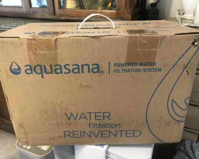 New White Countertop Aquasana Water Filter with Filter & extra Pitcher
