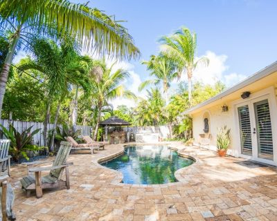 """""""The Oasis"""" - 3/2 retreat with Pool, Hot Tub, Gym & Bikes, Minutes to Beach!!! - Tequesta"""