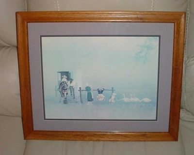 A Beautiful Amish Family Large Oak Framed Picture By Steve Polomchak; Ready To Hang. Measures 18-1/2 In Height By 21-1/2 Wide $10