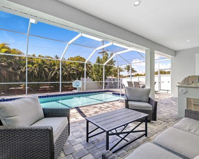 Gorgeous 4 bed 3 bath home with Indoor/Outdoor Living, Private Pool & Hot Tub - Pelican
