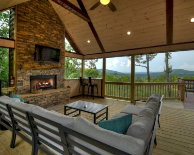 Majestic long range mountain views! Bed & bath each level for privacy, gathering porch outdoor fireplace in Aska Adventure Area - Raccoon Ridge