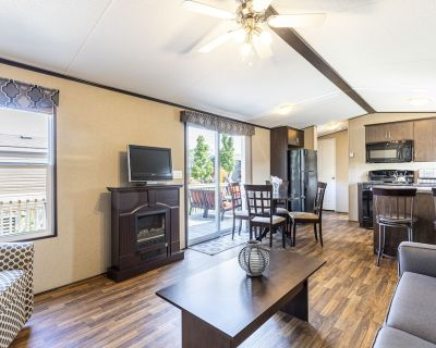 Cheerful 3- Bedroom Cottage With Pool, Tennis and Basketball Court, Splash, More - Niagara-on-the-Lake