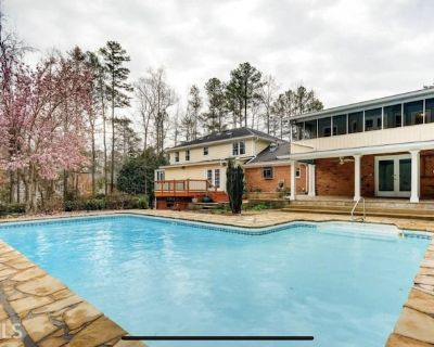 Private guest suite with private garage - Roswell