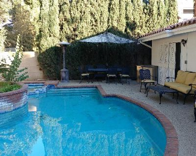 Room Offered in 4,000 SF Home with Pool in Arcadia