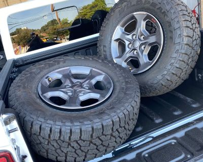 California - 2020 Jeep Gladiator Rubicon stock wheels and Tires