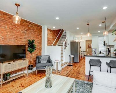 Luxury Getaway on Grant- of Downtown w/ Parking! - Historic Downtown Lancaster