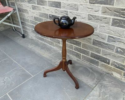 Drop down side table
