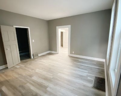 Beautiful Walkers Point 2BR Lower Unit!