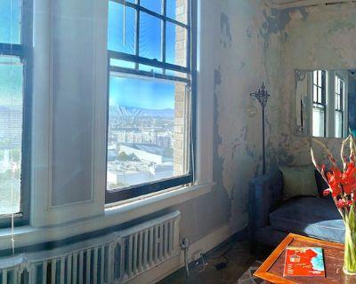 Panoramic Penthouse Views/Historic Charm - Wilshire Center