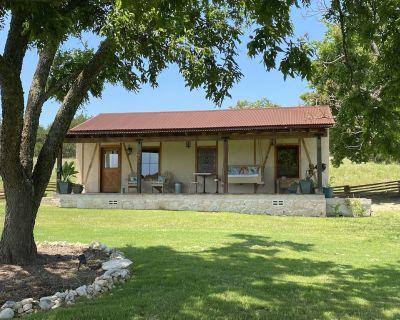 Melissa's Farmstead Cottage - Fredericksburg