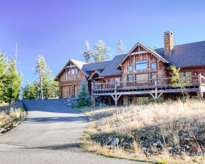 Stately Home with Amazing Mountain Views and Hot Tub, just minutes from Big Sky Resort - Antler Ridge