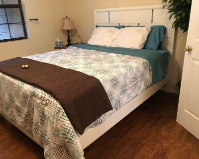 Small Cozy One Bedroom Across Street From Lake Tanycomo - Trout Fishing Paradise - Hollister