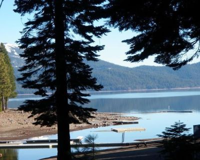 Experience Lake Almanor living with this adorable 3 bedroom log cabin. - Lake Almanor Country Club