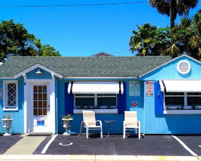 Historic Beach Cottage steps from beach. Pet friendly! - Clearwater Beach