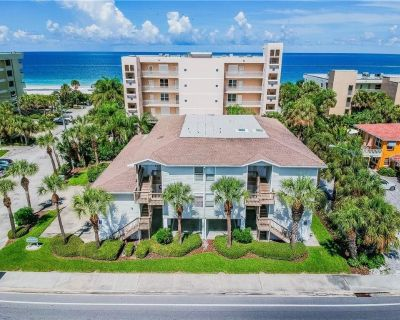 Beachside Villa in Indian Rocks Beach just steps away from the Gulf of Mexico! - Indian Rocks Beach