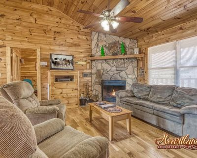 Cozy Mountain Cabin nestled in the woods - Pigeon Forge