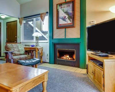 Canyons condo w/ shared pool, hot tubs, sauna - walk to Cabriolet gondola - Park City